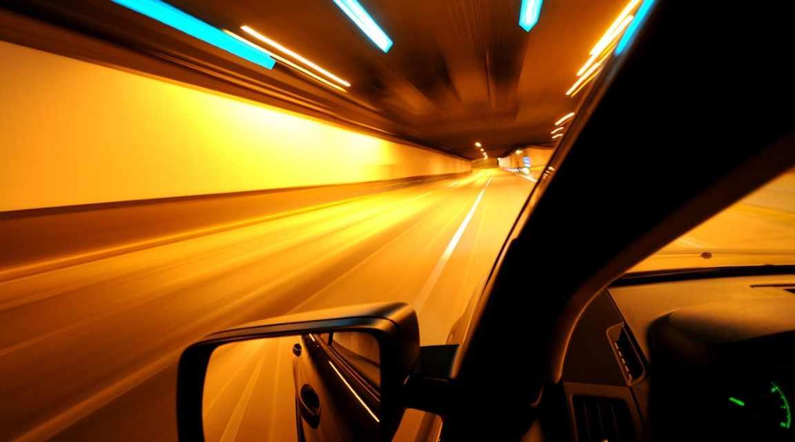 Tips Mengemudi Mobil Yang Aman di Malam Hari